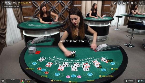 Table de black jack online avec croupière en direct