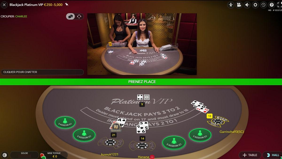 Croupière du Blackjack Platinum VIP