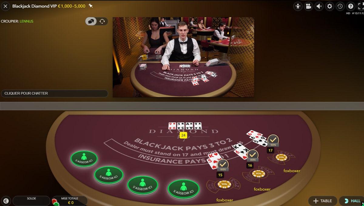 Croupier en direct de Blackjack Diamond VIP