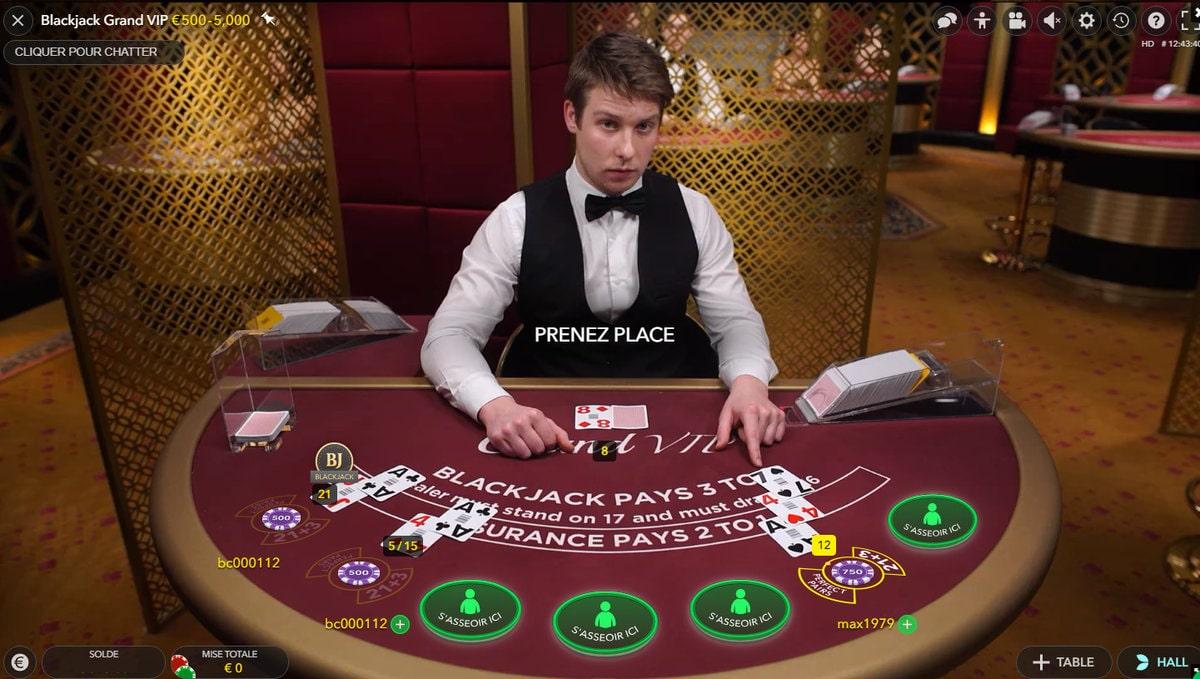 Croupier en direct de Blackjack Grand VIP