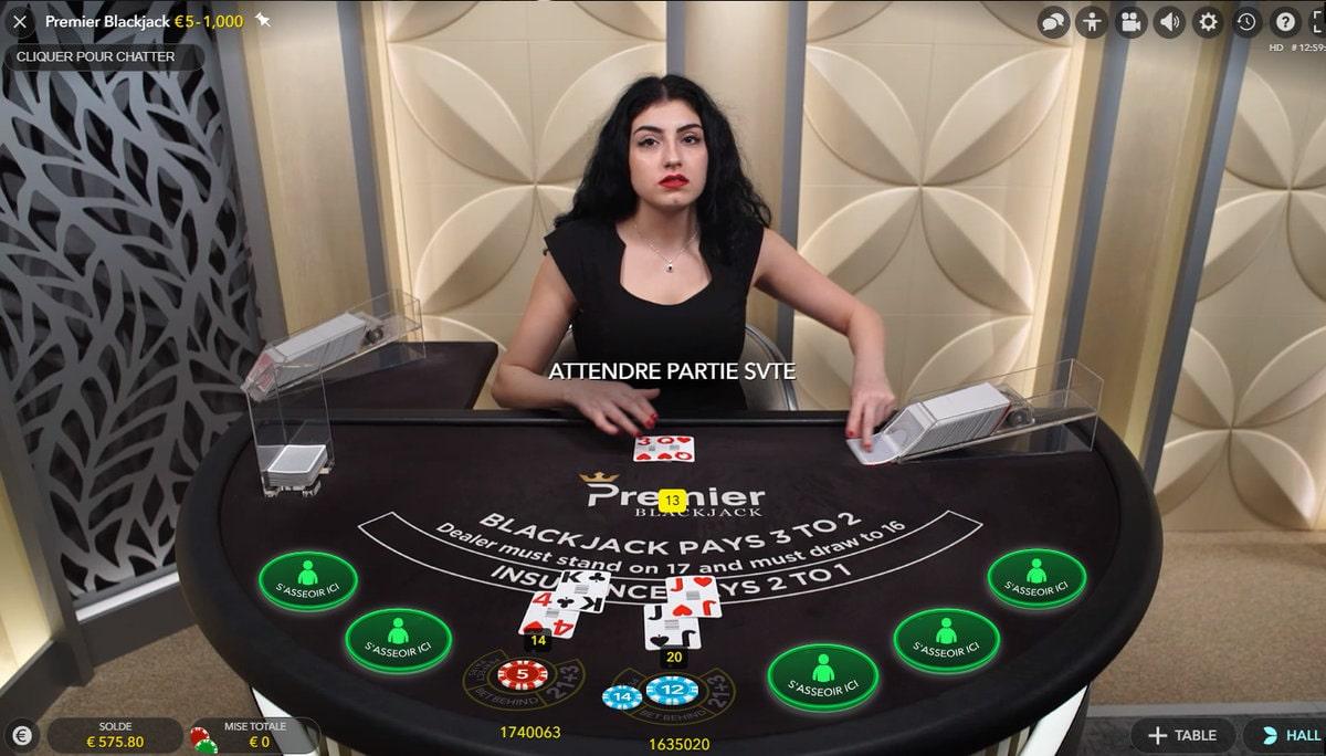 Table de Premier Blackjack avec croupière