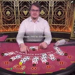 Pourquoi y-a-t-il qu'un seul croupier sur la table Blackjack Party?